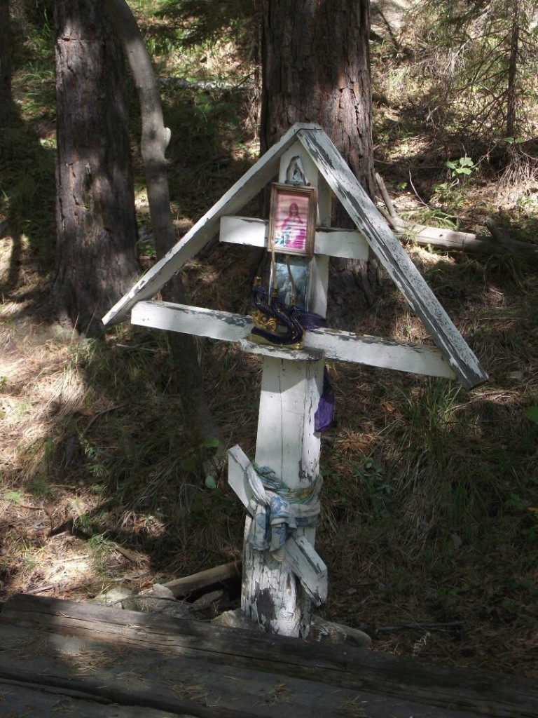 """Крест на месте келии иеромонаха Симеона на горе """"Афон"""" в Сербишино"""